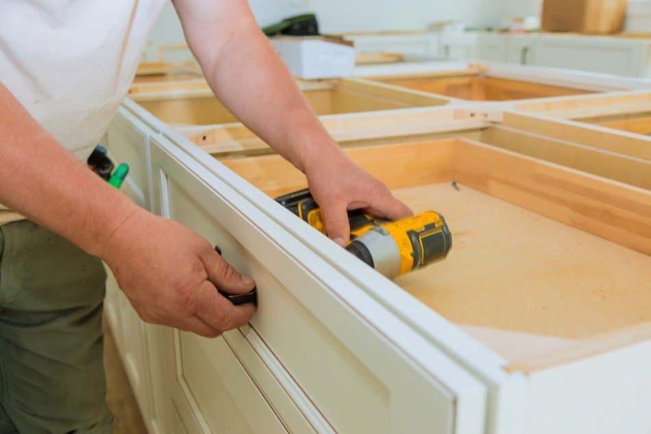 What to Know About Refurbishing or Replacing Your Kitchen Cabinets